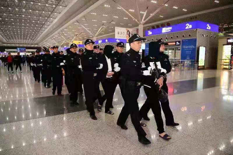 """郑州警方摧毁一""""套路贷""""犯罪团伙 追缴涉案资产共计500余万元"""