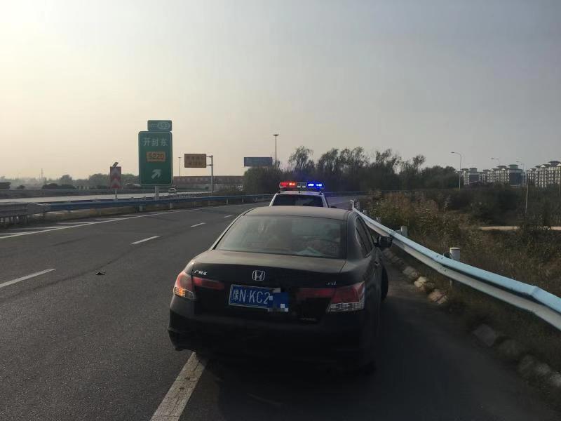 司机高速占用应急车道查导航 开封高速交警:罚200元、记6分