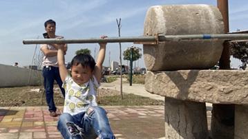 王寨乡小剌村:捐款27万元建起文化广场