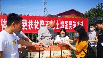 汝州:磨石村办展销 山区特产卖得俏