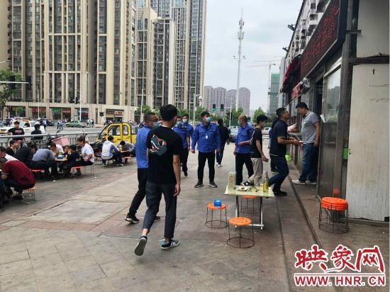 """郑州高新区梧桐办事处错时执法  """"守""""出马路文明"""