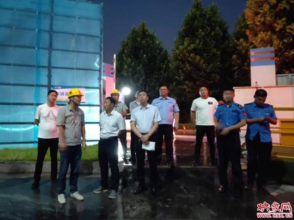 中牟县开展夜查行动  扎实推进大气污染防治