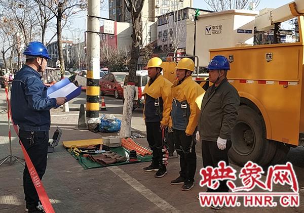 民权县供电公司:带电接引线 全力保供电