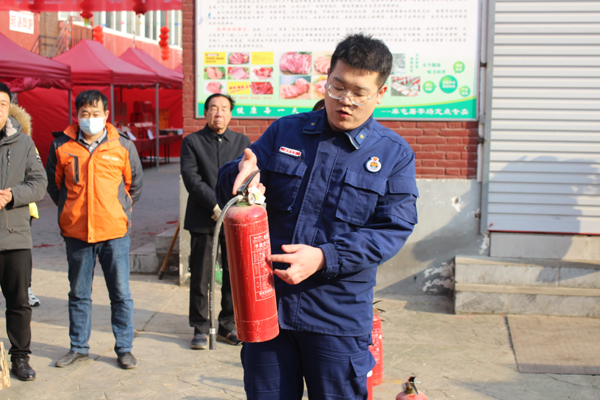 长安路派出所开展经营场所冬季消防演练