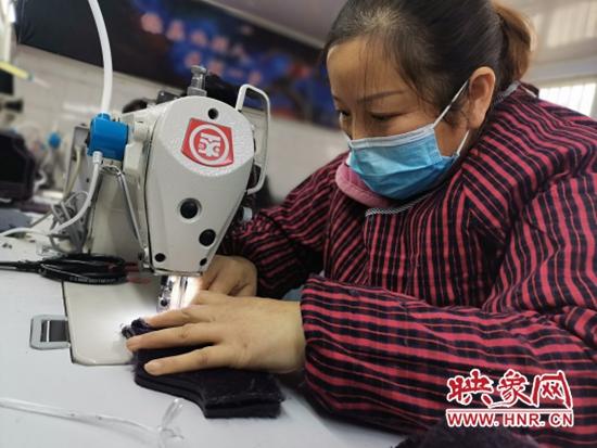 """宝丰县:建起鞋帮厂 做新鞋走""""新""""路"""
