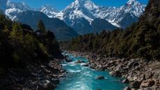 """""""冰川之乡""""西藏波密景色壮美"""