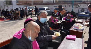 汝州市夏店镇呼窑村集体为老年人过生日