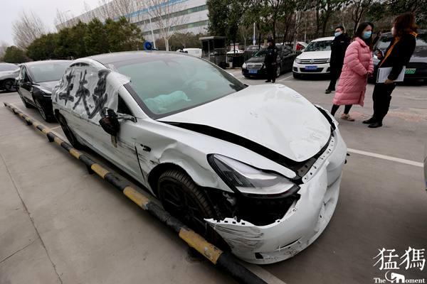 """闹得全国皆知的""""上海车展特斯拉女车主维权事件"""""""