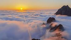 安徽黄山现壮丽云海