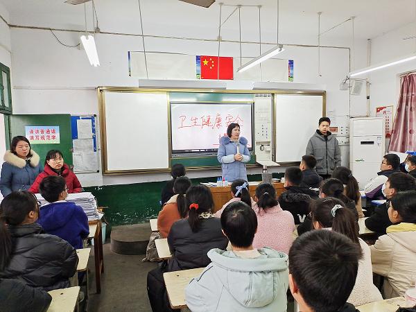 鲁山一中开展思想政治教育第一课活动