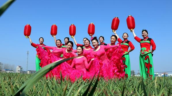 """杞县:舞蹈队跳出的""""俏""""春天"""