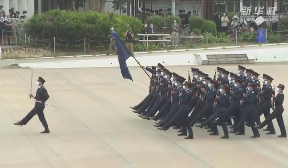 香港警察首次以中式步操亮相