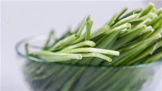 """韭菜食用有讲究 挑选购买""""三连看"""""""
