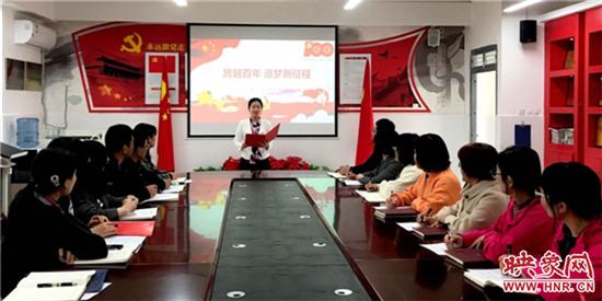 郑州高新区外国语小学党支部举办党员教师诗歌朗诵会
