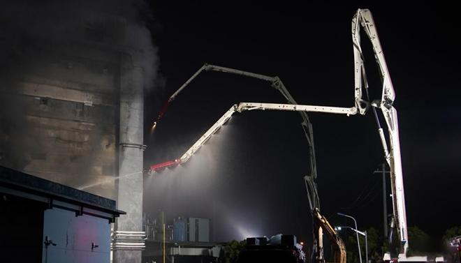 上海金山区厂房火灾导致8人失联