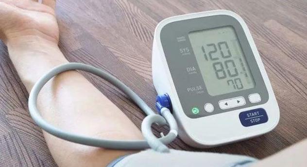 """数值""""忽高忽低"""" 难道家里的血压计不准?"""