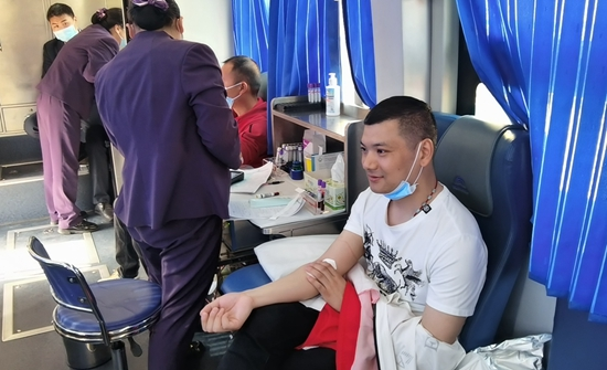 新郑市龙湖镇组织开展义务献血活动