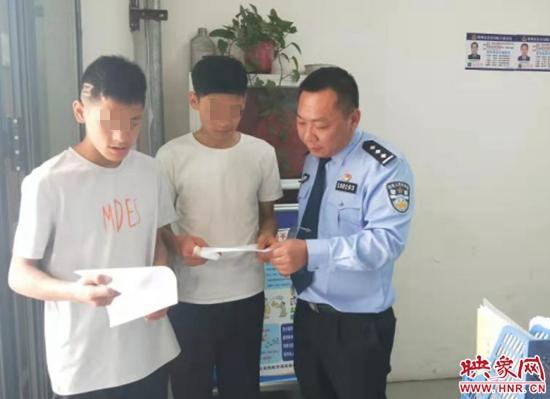"""补办证件又找了工作 流浪高速的兄弟俩在郑州有了""""家"""""""