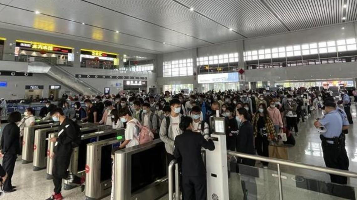 """""""五一""""假期全国预计共发送旅客2.67亿人次"""