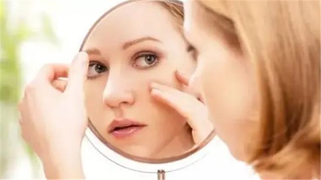 熬夜、日晒为何会加速皮肤老化?