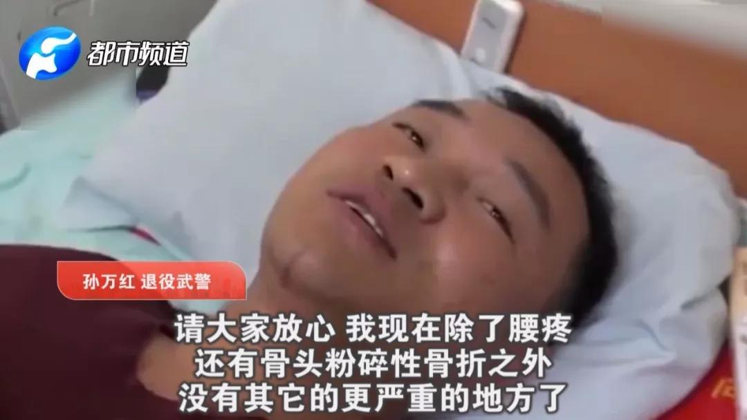 中!西宁路遇塌陷:河南老乡在爆炸中救出3人 致脊柱粉碎性骨折