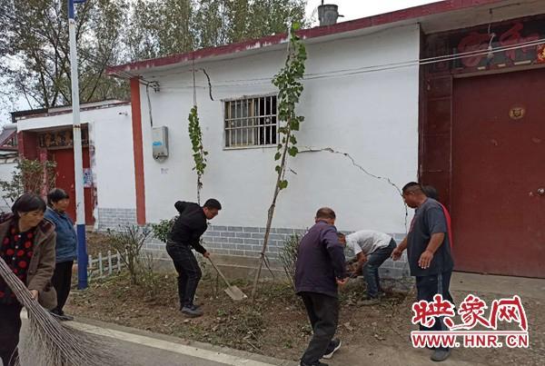 平舆县万冢镇积极引导贫困户参与人居环境整治