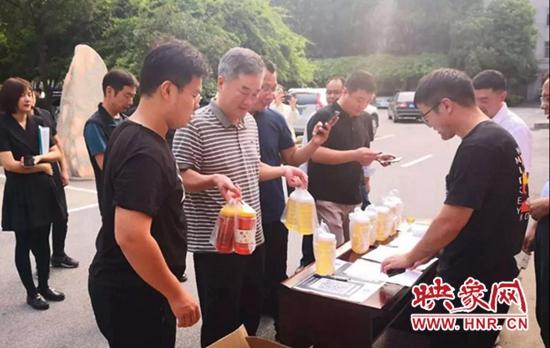 平舆县高杨店镇:消费扶贫搭建干群连心桥