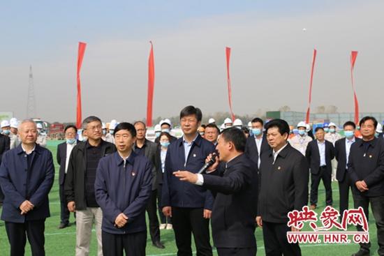 信阳:大别山革命老区引淮供水灌溉工程成功截流