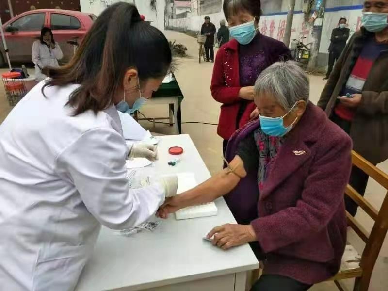 鲁山:免费健康体检送到村民家门口