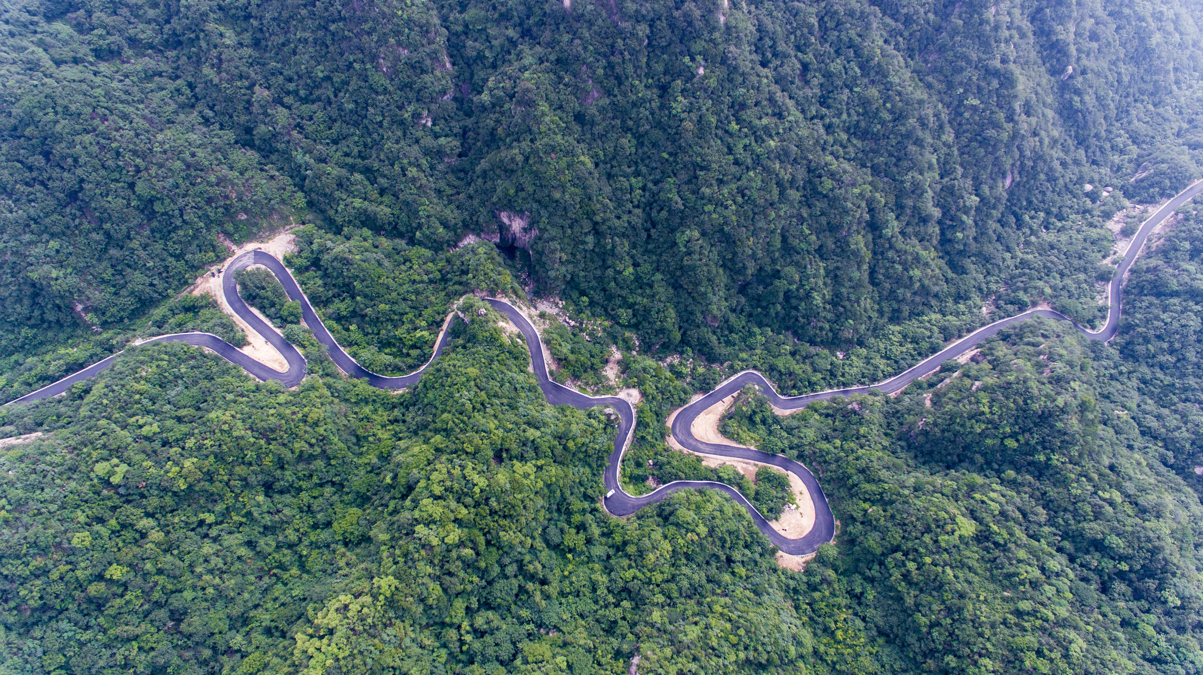 鲁山县:最美公路成了网红打卡地