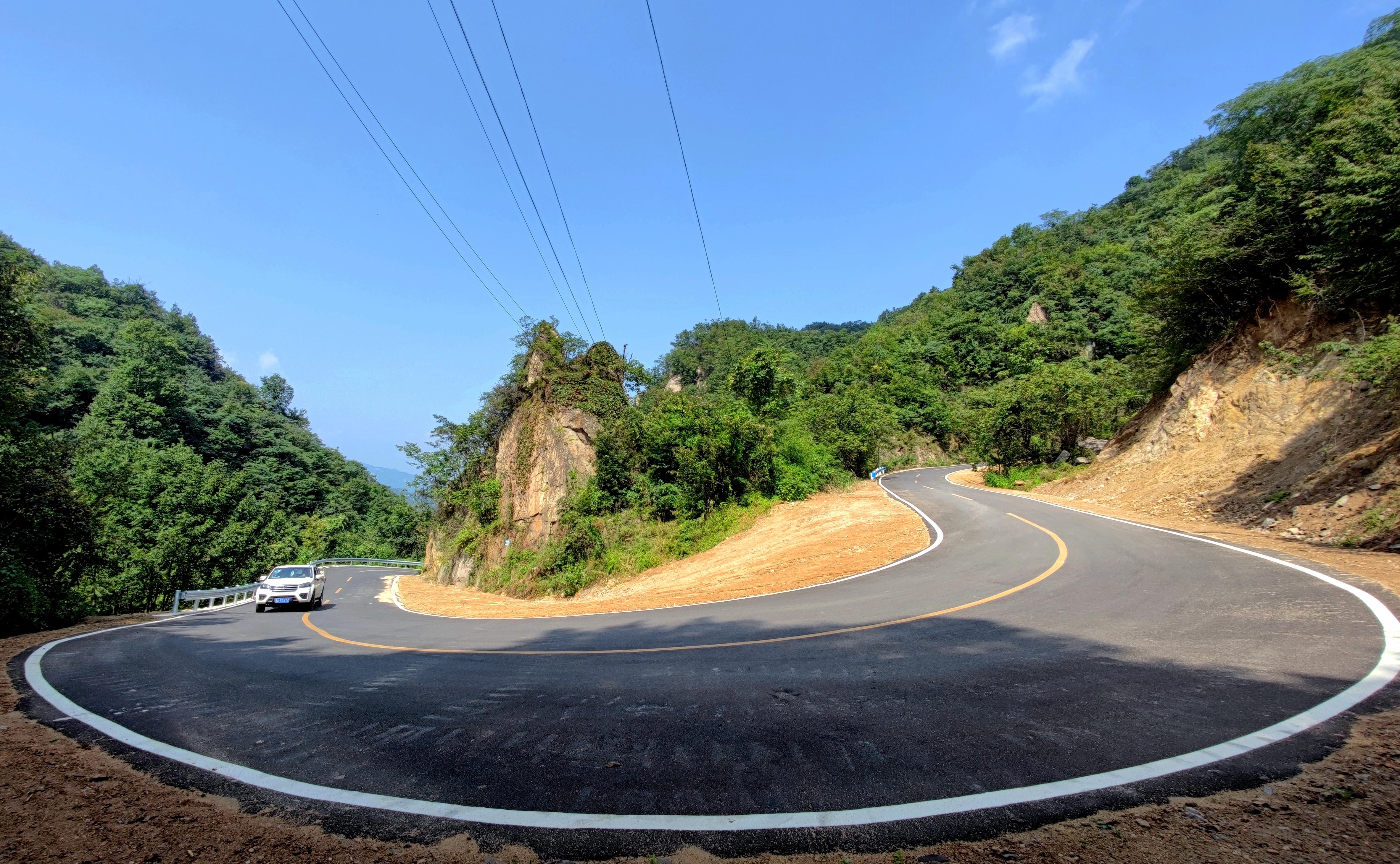 河南鲁山:大道如虹铺坦途 交通实现大发展