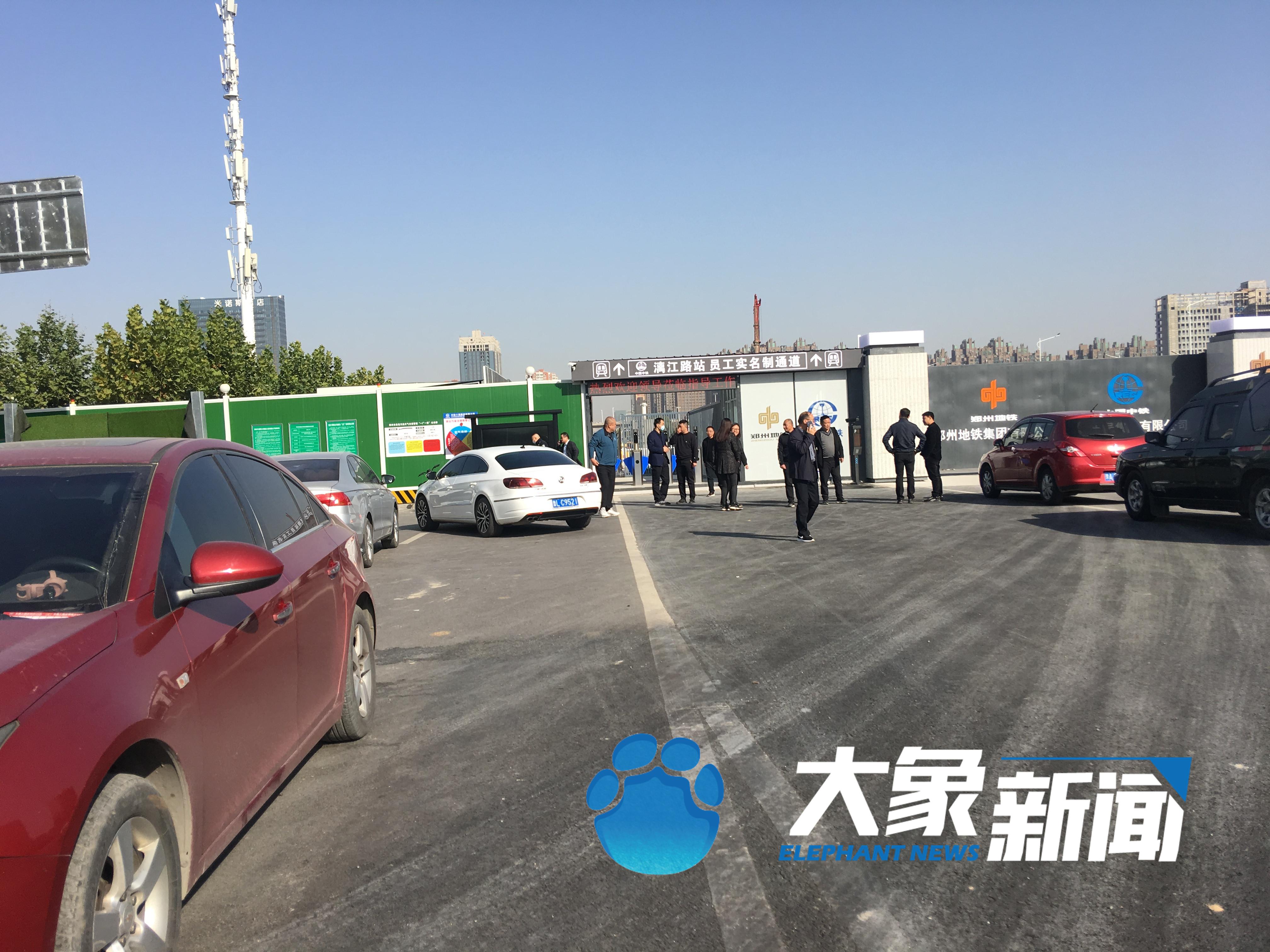 突发!郑州地铁7号线施工现场塌方,一名工人疑似被埋