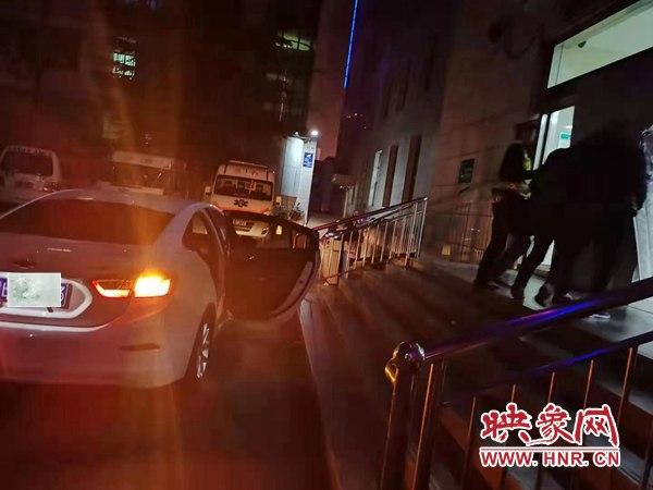 """林州:交警开辟""""绿色通道"""" 紧急护送患者就医"""
