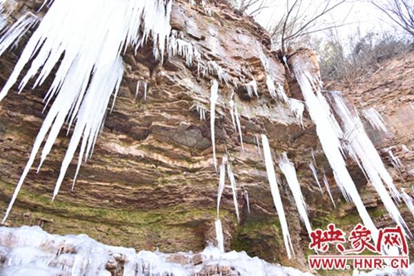 冰挂美景火爆朋友圈 汝州深山区成网红打卡地