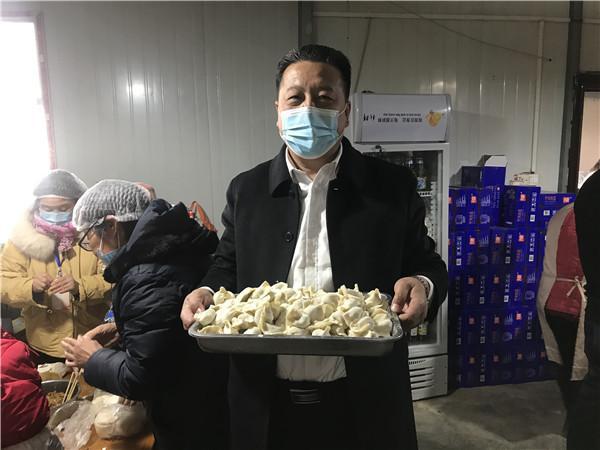 河南郑州饺子哥王孝力每年冬至都会筹划一场特殊的饺子盛宴