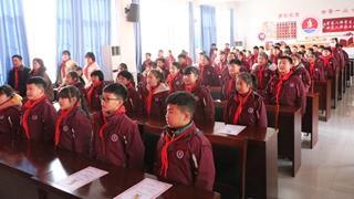 鹿邑县第一实验小学举行少先队颁章仪式