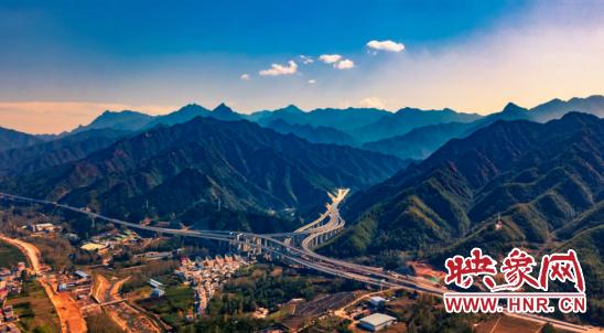 河南三条高速同时开通 全省公路通车里程突破七千公里大关