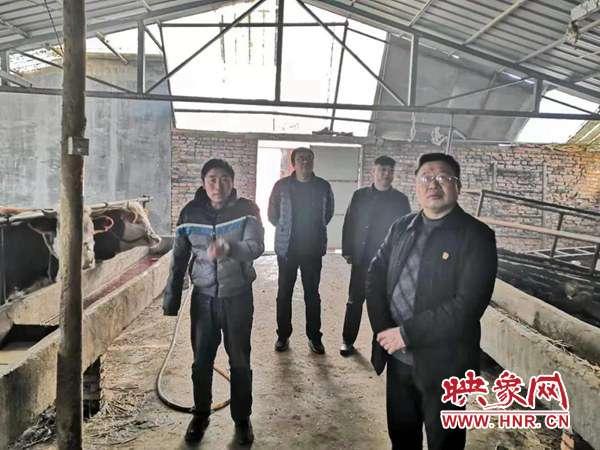 平舆县人民医院:脱贫攻坚大走访捐赠棉衣送温暖