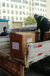 郑州慈善再捐口罩10万 累计30万口罩护环卫工人安全