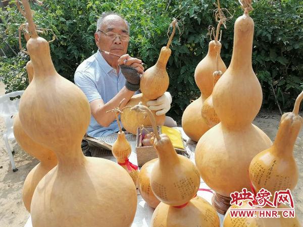 非遗|杞县八旬老人创作微书葫芦献给党