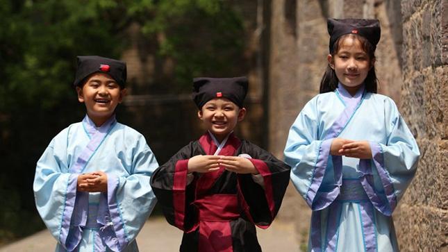 郑州:感受传统文化 学习国学礼仪