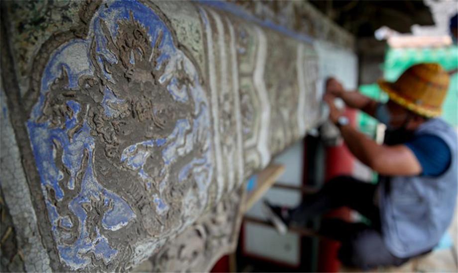 沈阳故宫:修复古建筑油饰彩画