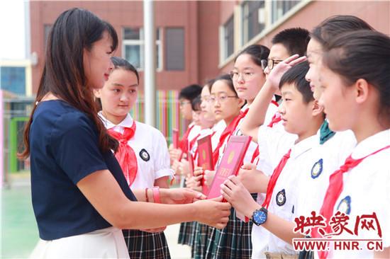 郑州经开区外国语小学举行六年级毕业典礼