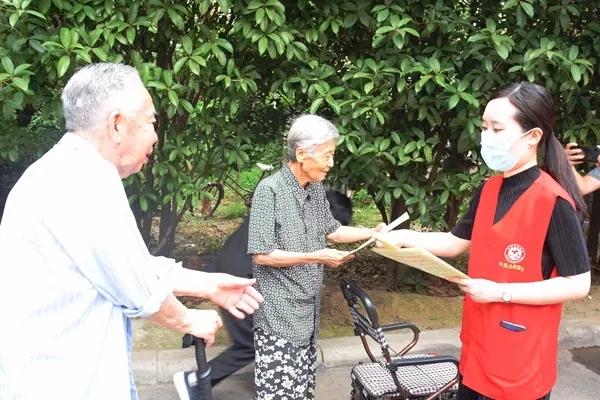 许昌中院扫黑除恶宣传志愿服务进社区