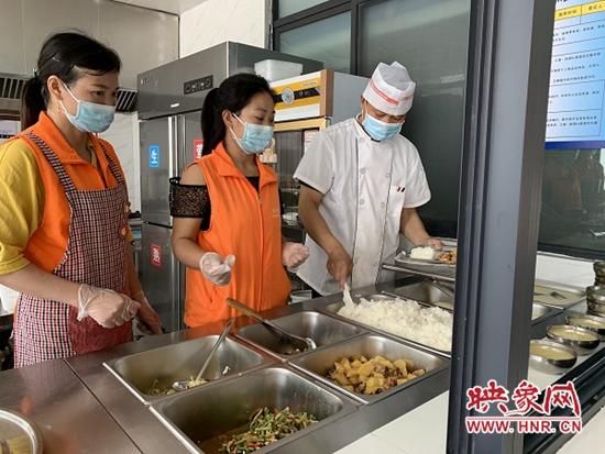 """信阳平桥办事处:""""嵌入式""""社区养老让老人幸福满满"""