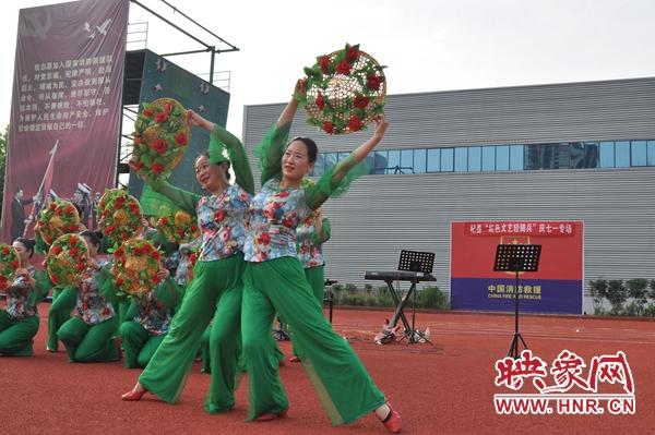 """杞县:""""庆七一"""" 红色文艺轻骑兵进军营"""