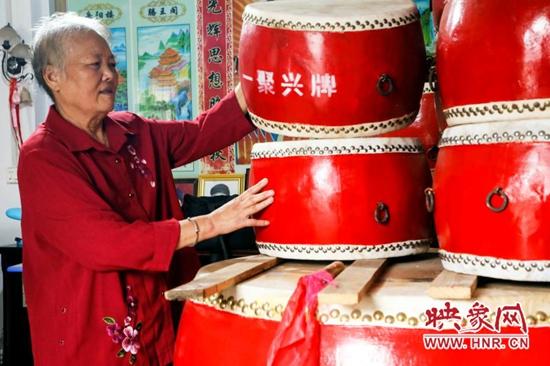 河南宝丰:手工制鼓 只为传承