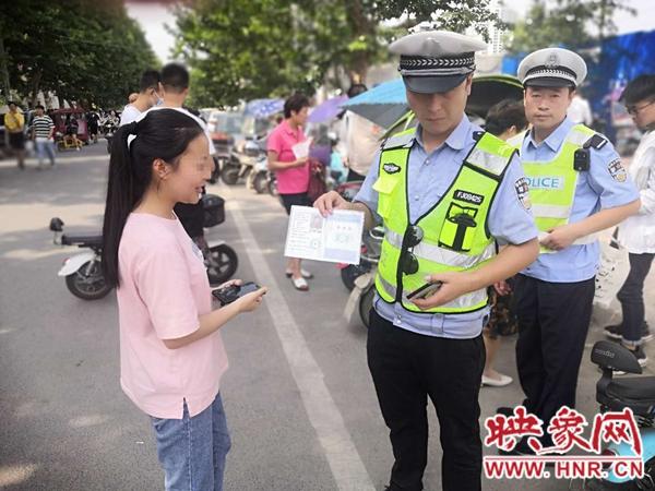 """高考前一天丢失准考证邓州市交警""""神速""""归还"""