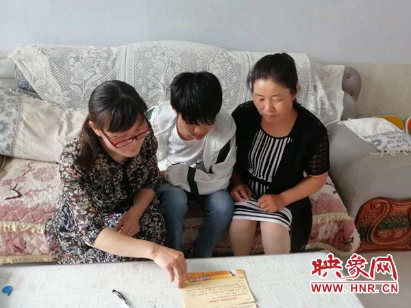通许县教师进村入户 扎实做好扶贫工作