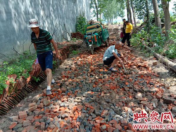 新蔡县佛阁寺镇: 党员当先锋 捐款除村涝